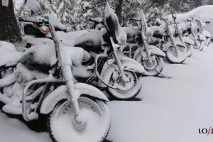 Motocykle pod śniegiem